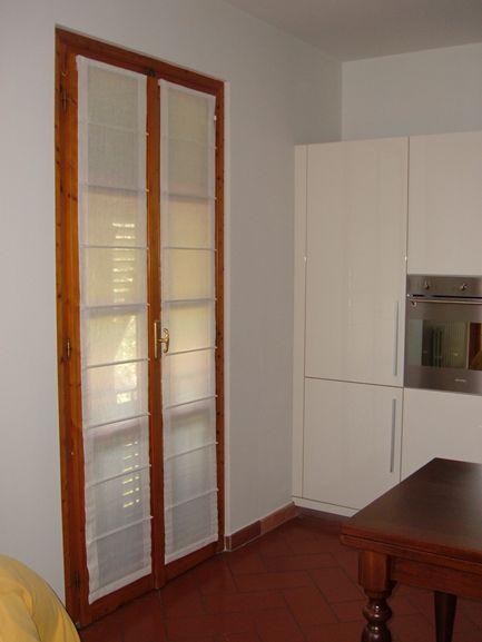 Tende soggiorno cucina idee per il design della casa - Tende a pacchetto per cucina ...